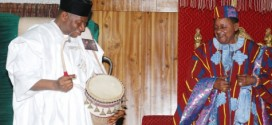 PHOTONEWS : President Jonathan Tours Traditional Palaces In APC Controlled States