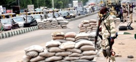 Nigerian-soldiers-on-guard-in-Maiduguri