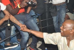 Reinstated Super Eagles Coach, Steven Keshi Stopped At Hennessy Artistry Club In Abuja