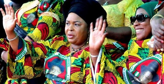 Patience Jonathan visits families of the 11 Bayelsa  women politicains that died in auto crash