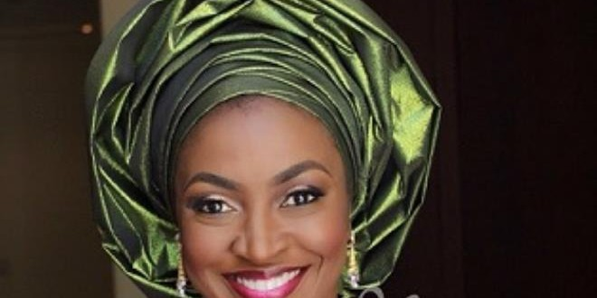 KATE HENSHAW PUBLICLY SNUBS FAN WHO TRIED TO BULLY HER